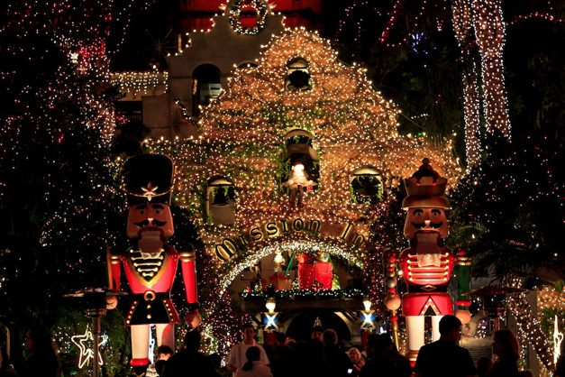 Mission Inn Walkway & Century 21 Gold : Mission Inn Festival of Lights in Riverside CA ... azcodes.com