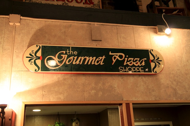 Gourmet Pizza Shoppe In Redlands Sign