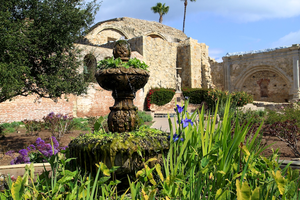 Exploring Mission San Juan Capistrano: A Photographic Guide ...