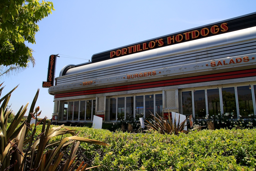 Portillos: Chicago Style Hot Dogs in Moreno Valley