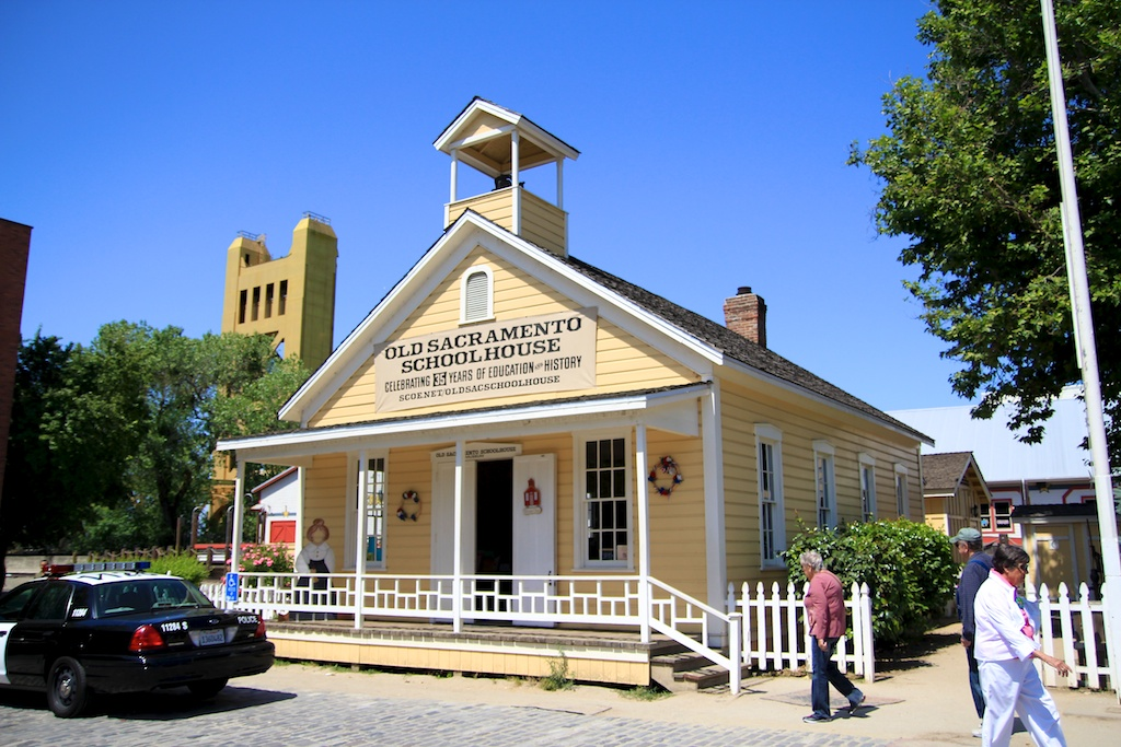 Old town sacramento what shops restaurants museums to for Fishing store sacramento