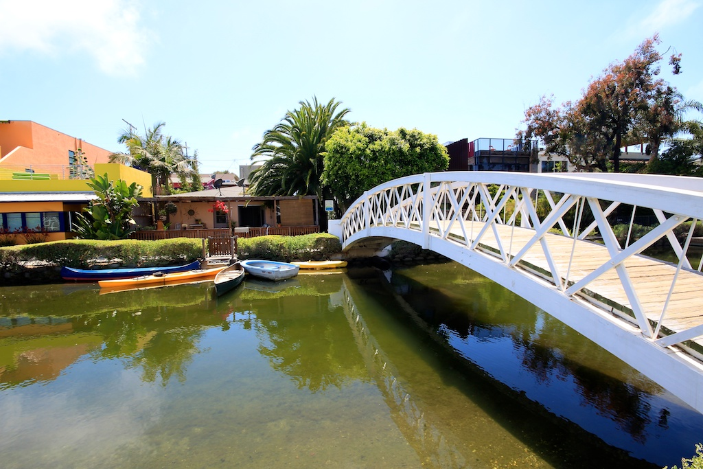 ' ' from the web at 'http://californiathroughmylens.com/wp-content/uploads/2012/07/Venice-Canals-Bridge.jpg'