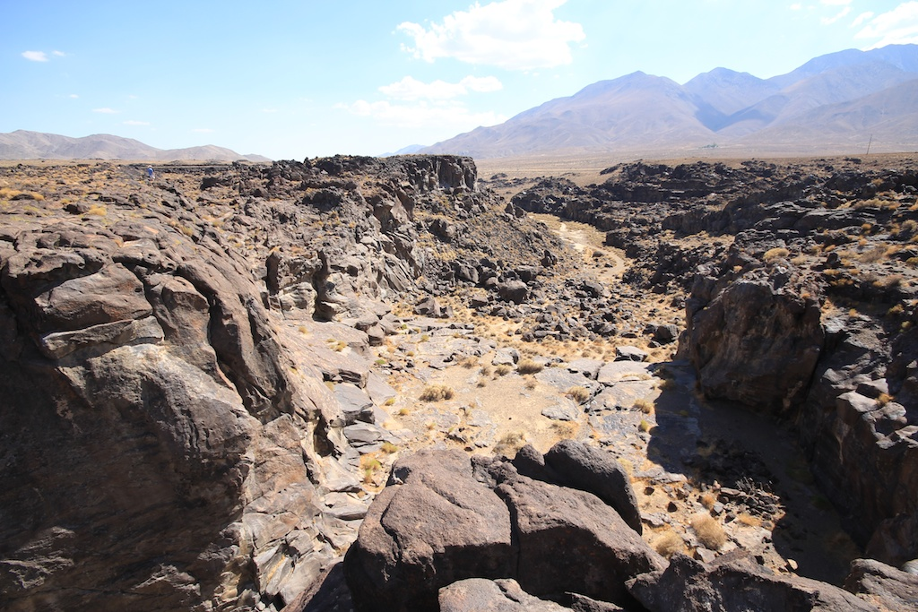 Fossil Falls: Dry Waterfall on Highway 395
