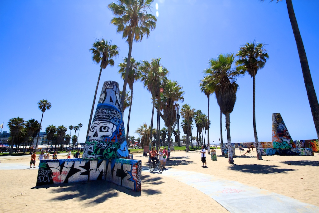 Venice Beach Boardwalk: Shops, Food, Art & Street Performers