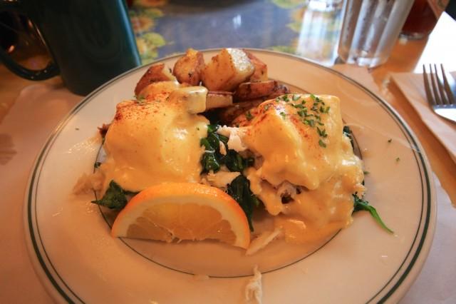 Mamas Crab Eggs Benedict