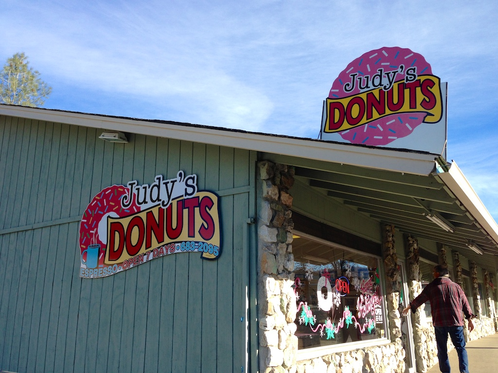 Judy's Donuts in Oakhurst