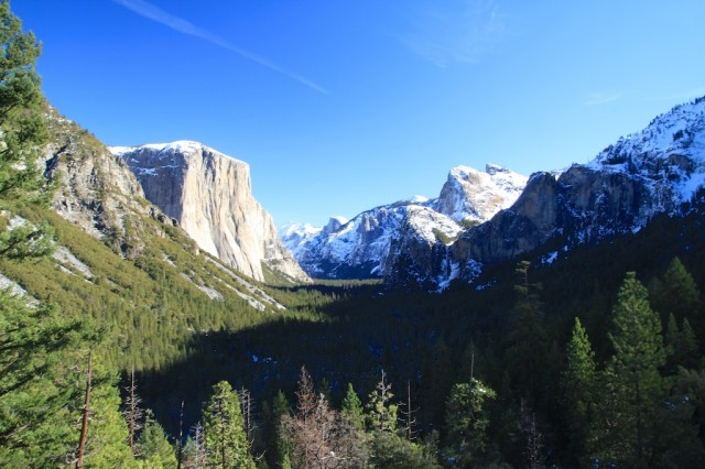 Yosemite national park guide hikes waterfalls view for Cabins in yosemite valley